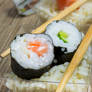 Makis de salmón y pepino